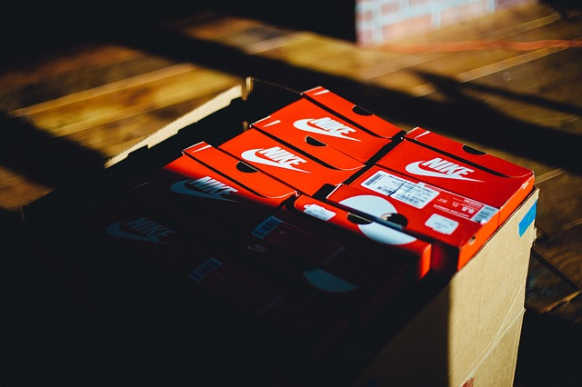 krabice, boty, nike