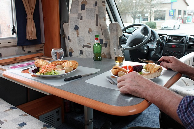 obytný vůz a stravování.jpg