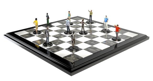 figurky na šachovnici.jpg