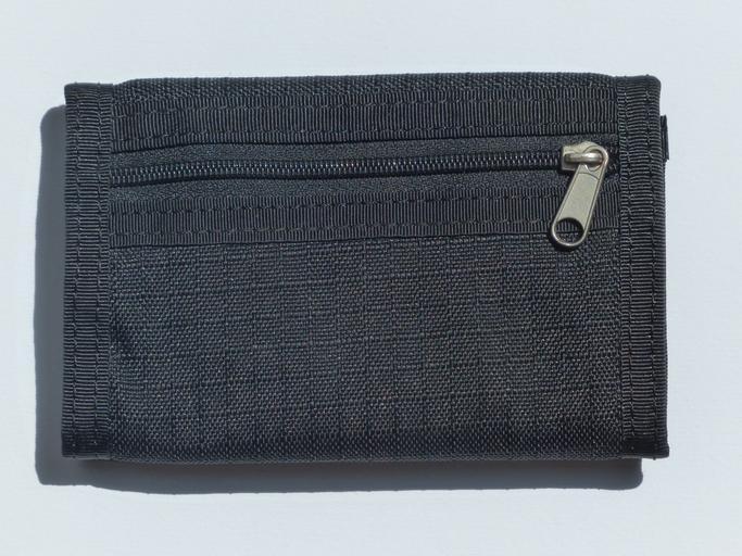tmavá peněženka