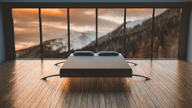 Kovová postel moderní