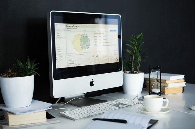 obrazovka k počítači apple