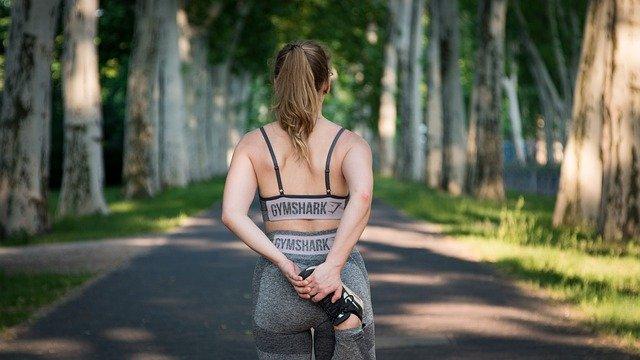 žena při sportu.jpg