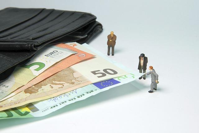 figurky a peníze.jpg