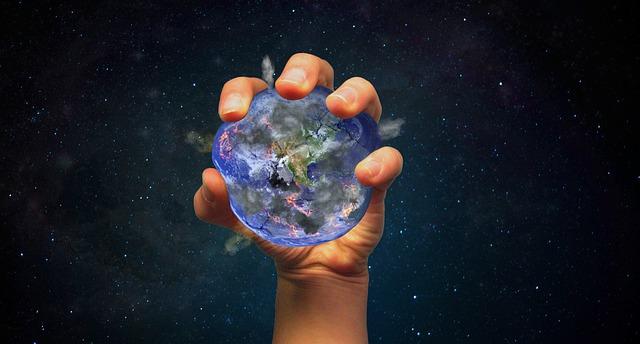 zeměkoule v lidské ruce