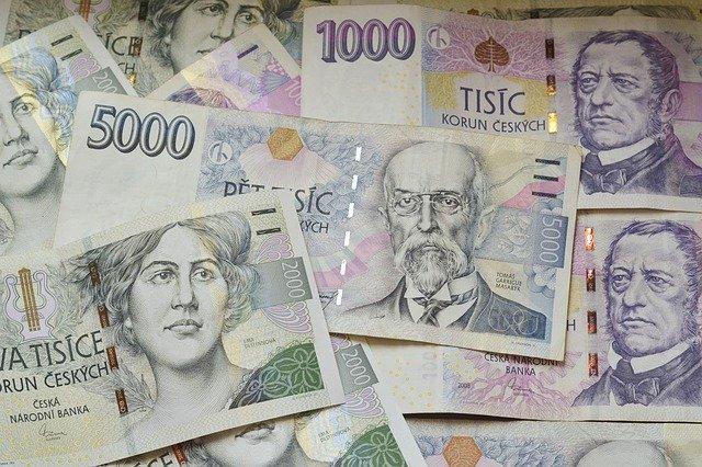 různorodé české bankovky